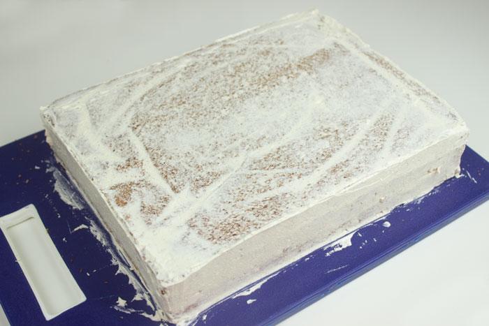 Torte eindecken mit Buttercreme | Conny's Küchlein | Motivtorten einstreichen