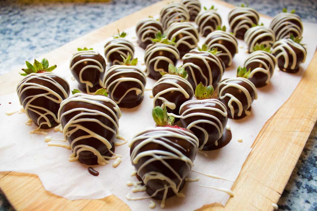 Erdbeertorte mit Schokoboden und Topfencreme | Conny's Küchlein