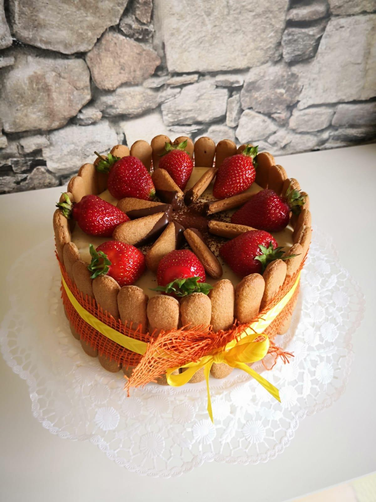 Tiramisutorte mit Erdbeeren